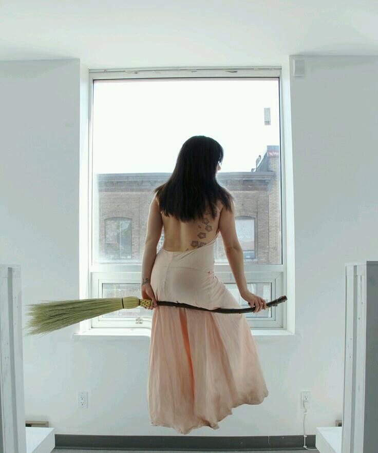 la strega e la sua scopa